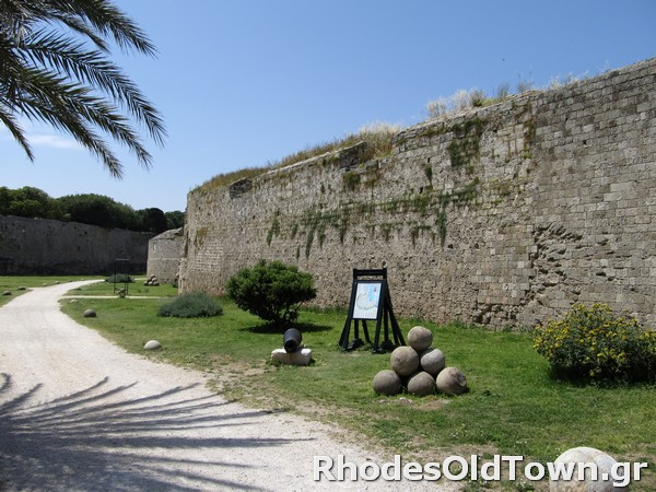 Entrance to the medieval moat next to Acandia gate