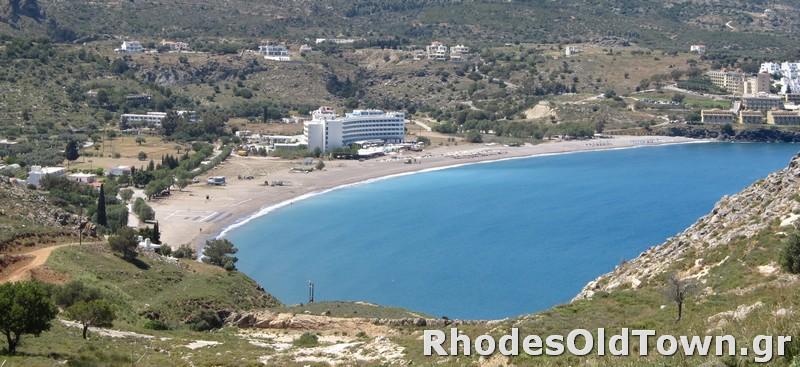 Een panoramisch uitzicht op het strand van Vlycha