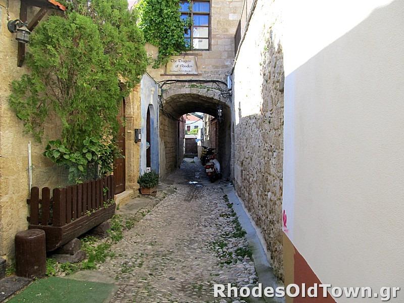 Alkaiou street (Αλκαίου)