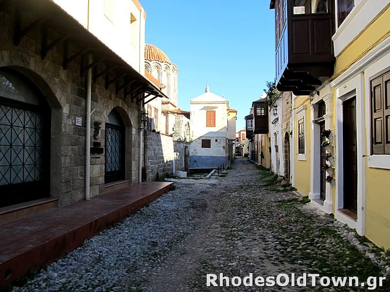 Apollonion street (Απολλώνιων)