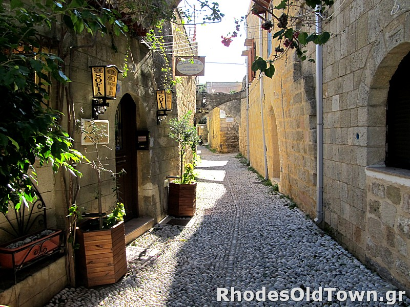 Aristofanous street (Αριστοφάνους)