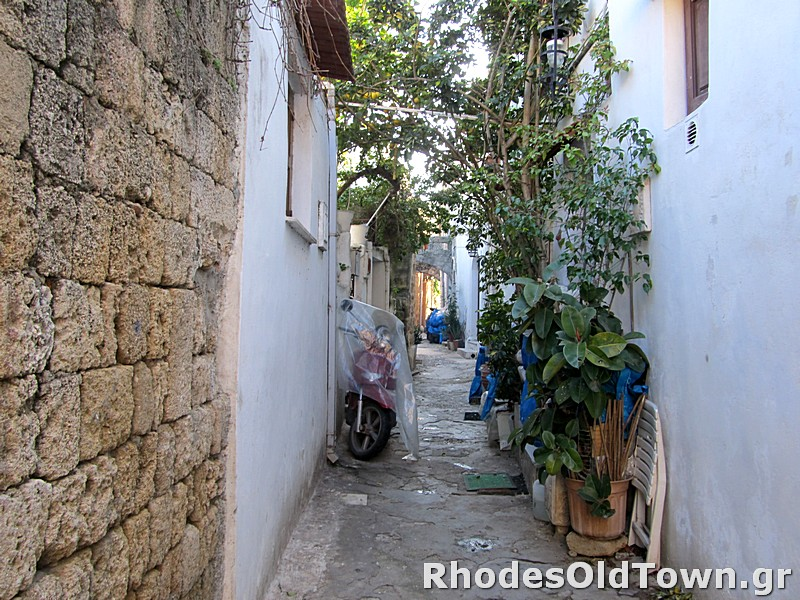 Epicharmou street (Επιχάρμου)