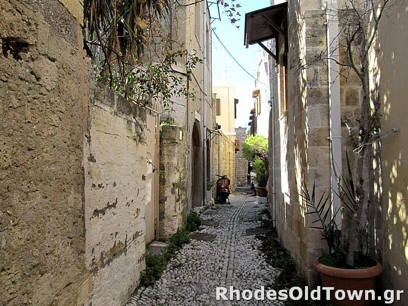 Kleovoulinis street (Κλεοβουλίνης)